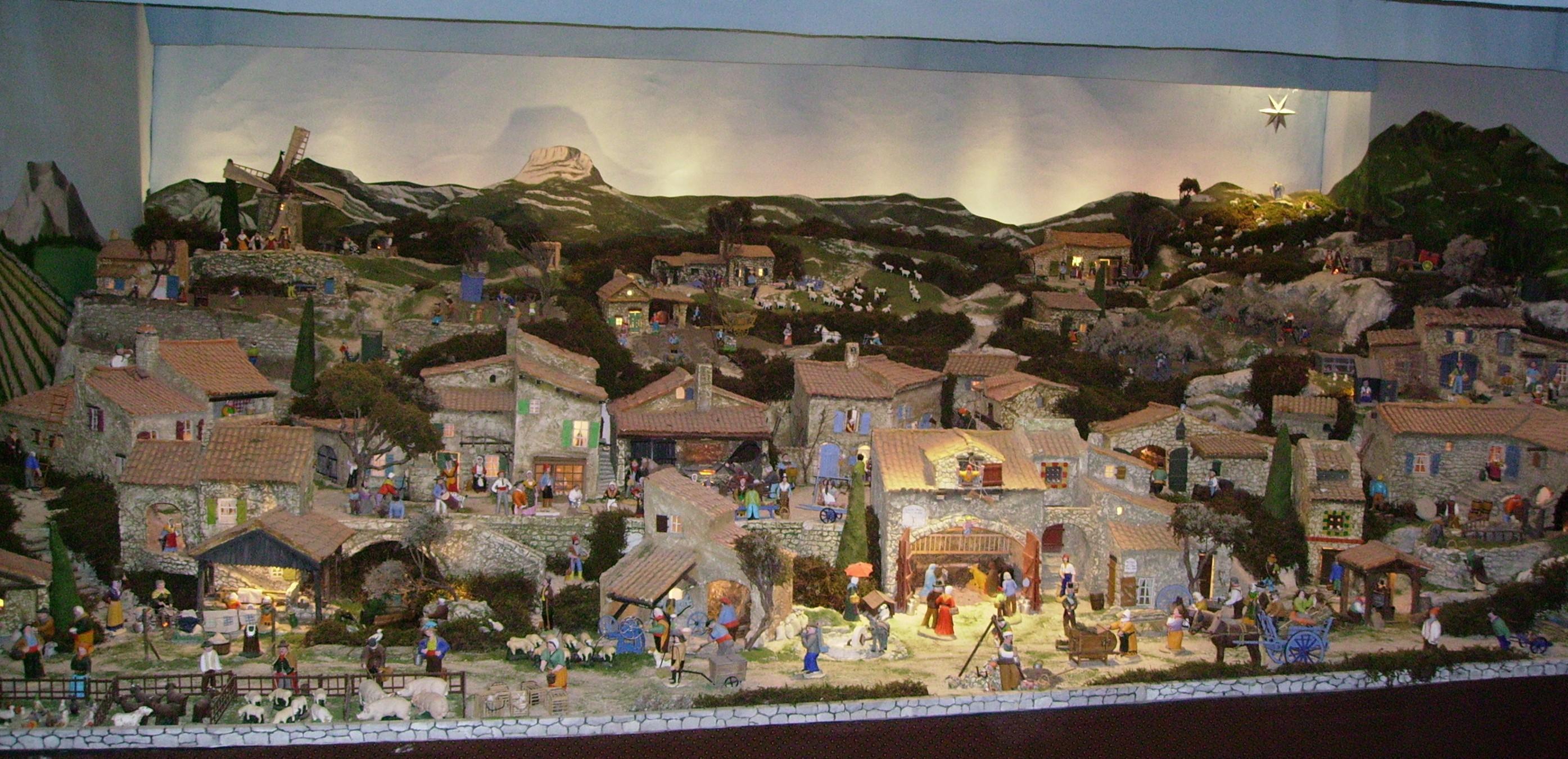 Patrimoine immanquable mairie de cotignac village de for Decoration pour creche de noel